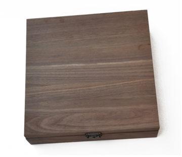 Set de cutite sculptat in cutie lemn nuc